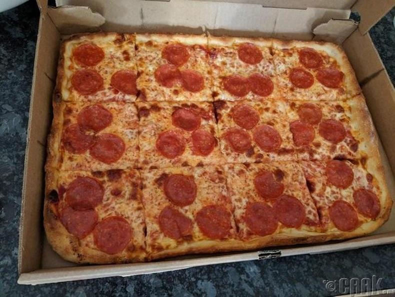 Хүн бүрт ижилхэн оногдох пицца