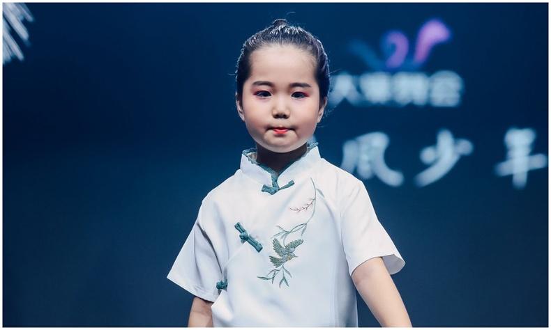 """""""Asian Television and Model Сontest"""" тэмцээнээс Хүрэл цом хүртсэн 9 настай Монгол охин"""