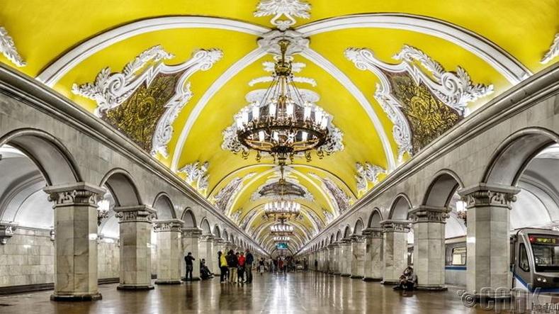 Энэ ордон биш зүгээр л Санкт Петербургийн метроны буудал