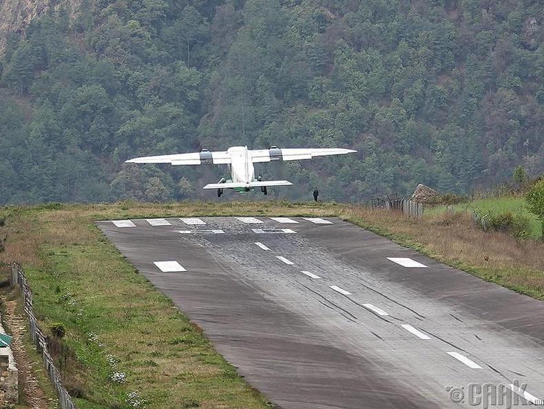 """""""Тэнцин болон Хилари"""" нисэх онгоцны буудал,  Непал"""