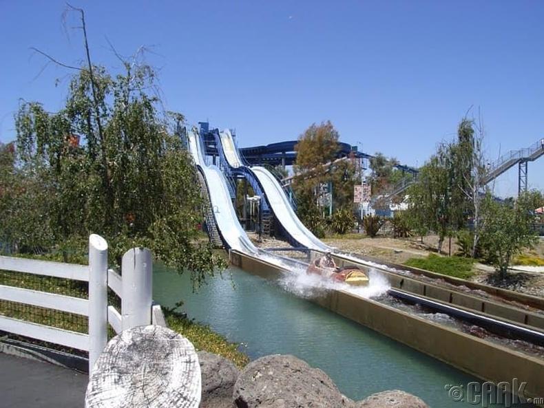 "Калифорни мужын ""Great America"" паркын ус зүсэгч"