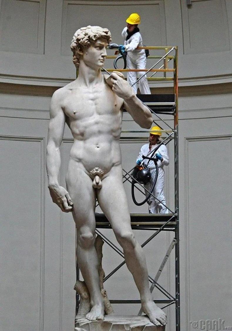 """Микеланжелогийн """"Давид"""" баримал"""
