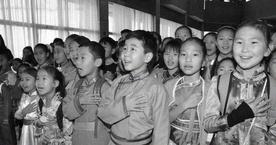 Өвөр Монголын малчин ардуудад үрчлэгдсэн 3000 хятад хүүхдийн түүх