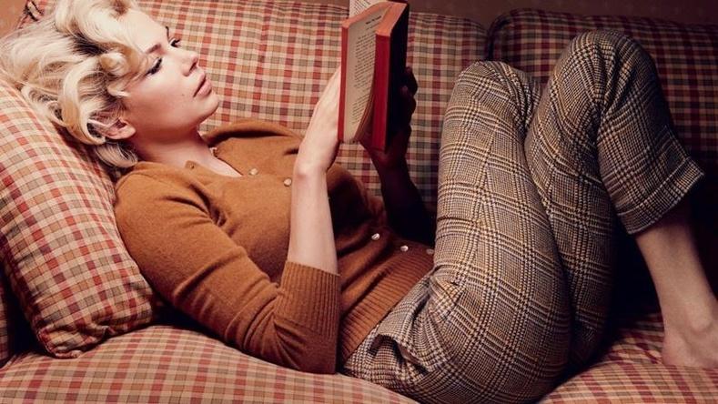 ном уншиж буй эмэгтэй зурган илэрцүүд