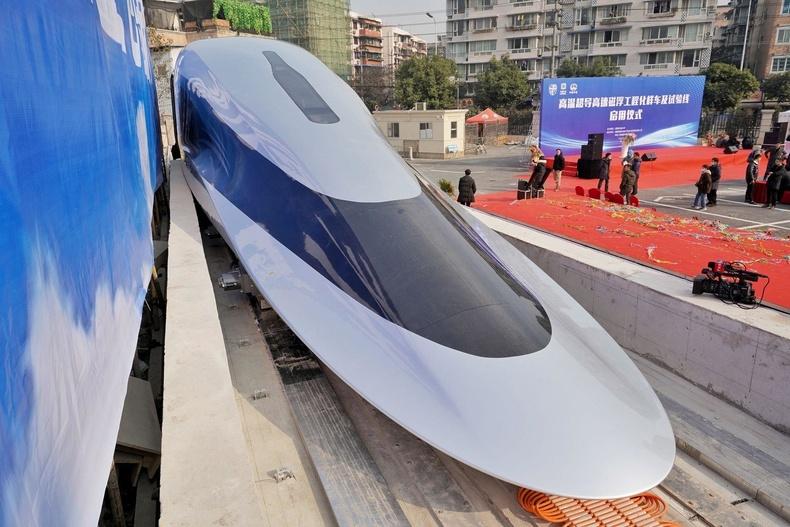 Хятадад 620 км/цагийн хурдтай дэлхийн анхны соронзон галт тэрэг замд гарахад бэлэн болжээ