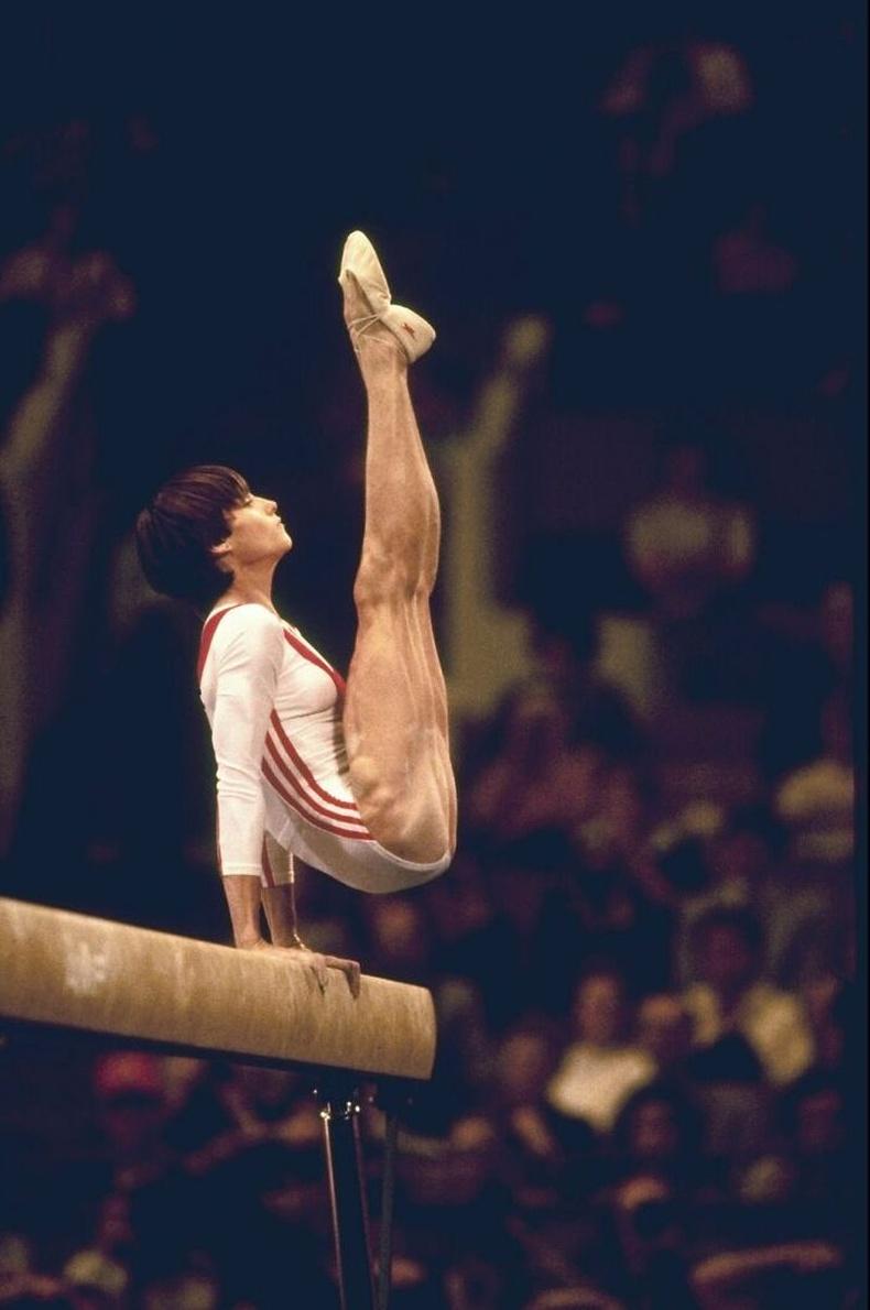 Румыны домогт гимнастикч Нади Команечи