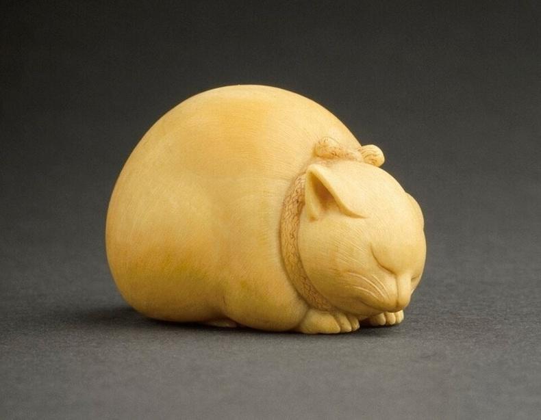 """""""Унтаж буй муур"""", зааны яс (19-р зууны Япон)"""