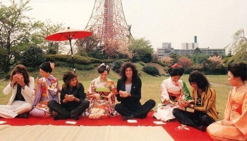 Queen хамтлаг Япон улсад зочилсон нь, Токио,1975 он.