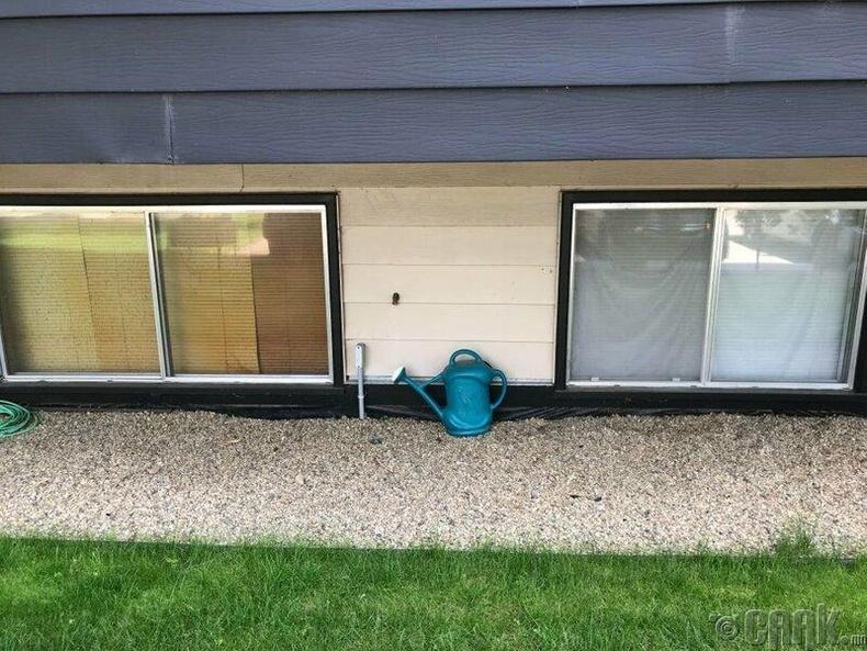 Тамхи татдаг болон татдаггүй хоёр хүний гэрийн цонхнууд