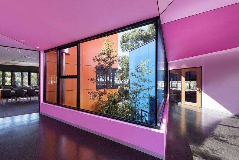 Австрали сургуулийн өнгөлөг болоод бүтээлч дизайн
