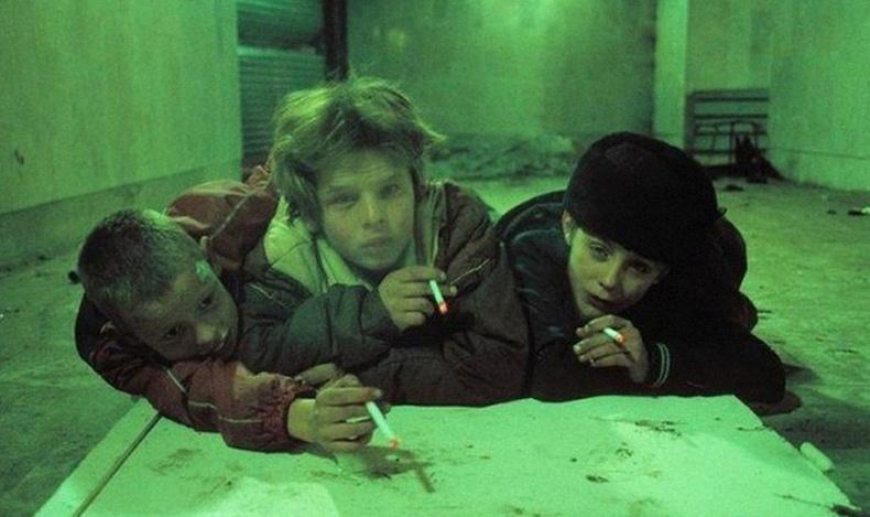90-ээд оны Оросын хүнд хэцүү амьдралыг хаалт, хориггүйгээр буулгасан нь... (60 фото)