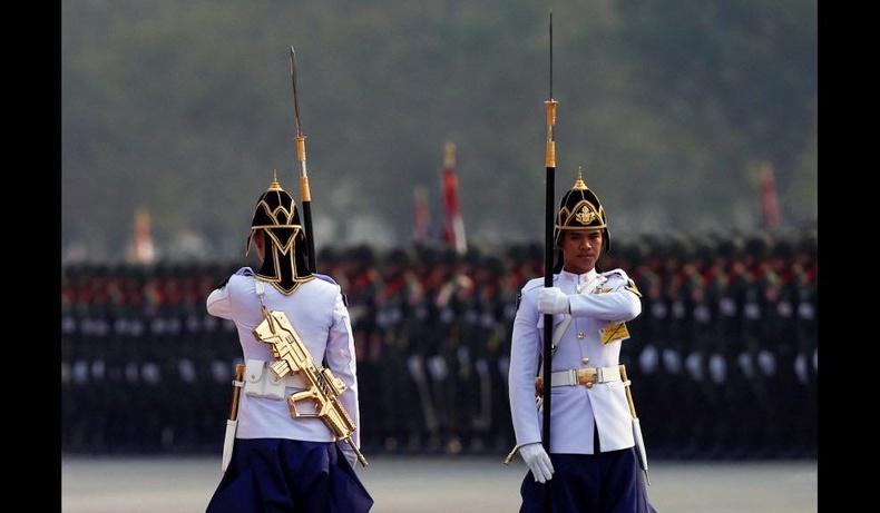Алтадмал буутай Тайландын хааны хүндэт харуулууд