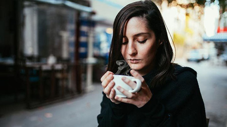 Хэт их кофе ууж байгааг илтгэх 6 шинж тэмдэг
