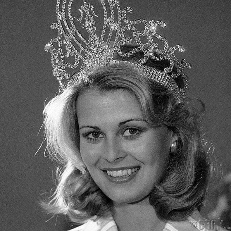 """""""Miss Universe-1975""""-ын ялагч: Финляндын гоо бүсгүй Анна Мария Похтамо, 20 настай, 175 см өндөр."""