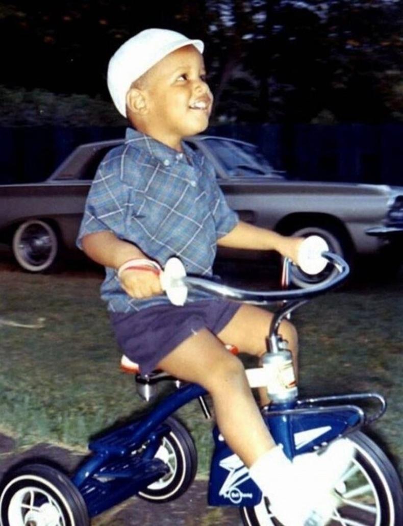 Бяцхан Барак Обама өөрийгөө АНУ-ын анхны өнгөт арьст ерөнхийлөгч болно гэдгээ мэдээ ч үгүй явж байсан үе