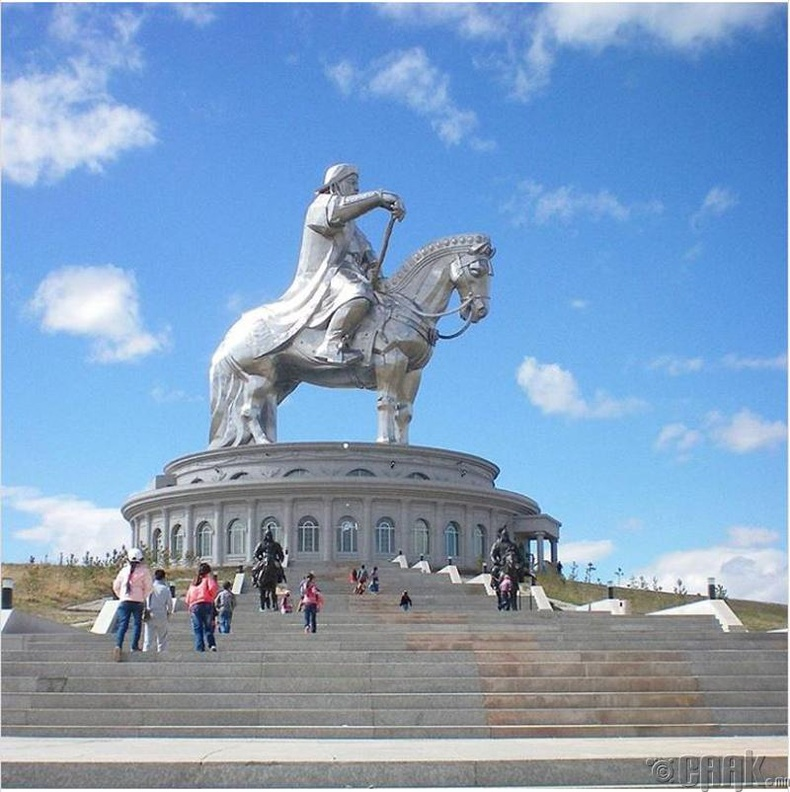 """Дэлхийн хамгийн том морьт хөшөө """"Чингис хаан"""""""