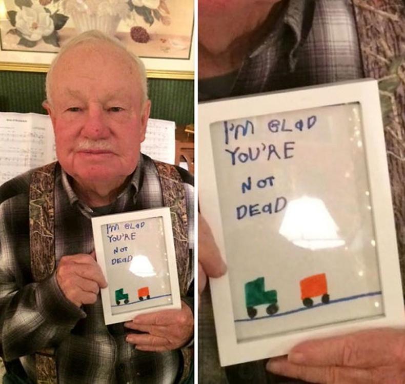 """""""Үхээгүйд чинь баяртай байна"""" гэсэн чин сэтгэлийн үгтэй зургаа өвөөдөө дурсгажээ"""