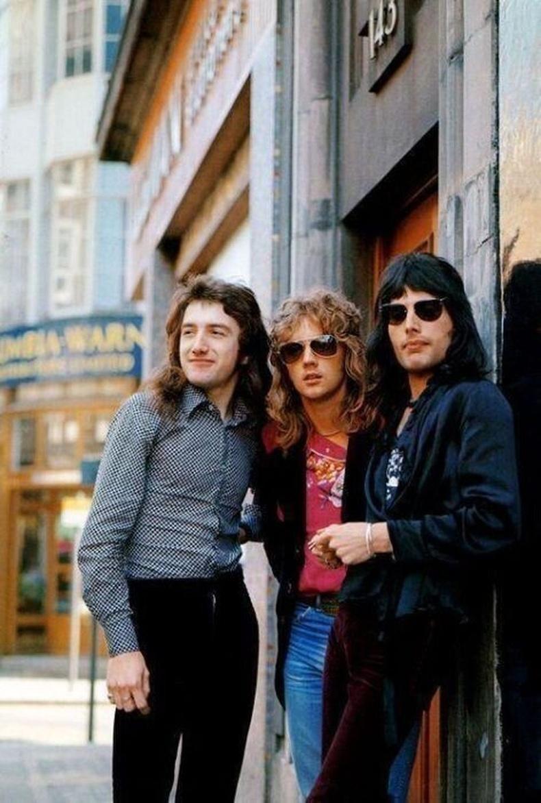 Queen хамтлагийн Жон Дикон, Рожер Тейлор, Фредди Меркьюри нар. 1974 он.