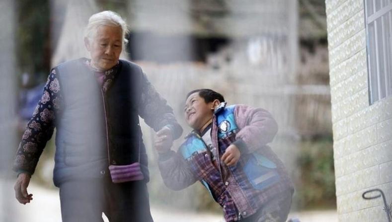76 настай эмээгийн хэнээс ч гарамгүй тэвчээр