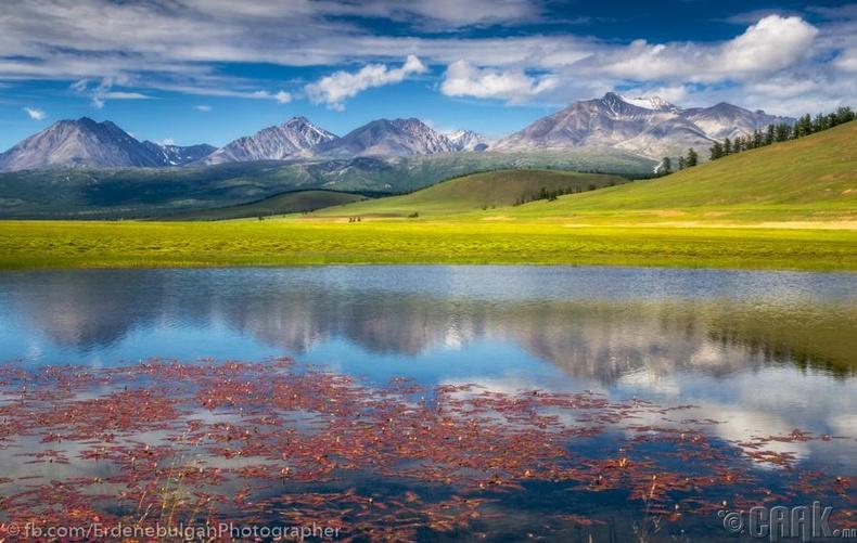 Саяны нурууны оргилууд болон ноён оргил Бүрэнхаан уул