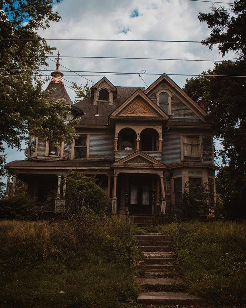 АНУ-ын Охайо муж дахь чинээлэг иргэний байшин хаягдаж хоцорчээ