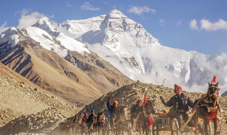 Сүрлэг Эверест уул орон орны гэрэл зурагчдын дуранд... (30 фото)