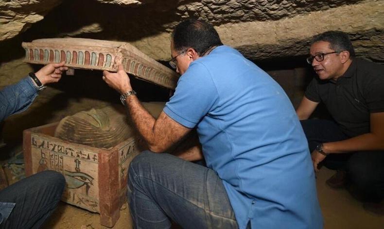 Энэ оны хамгийн том археологийн нээлт - Египетийн эртний худгаас илрүүлсэн олдворууд