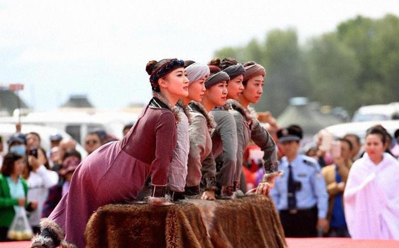 Монгол язгуурт Дагуур хүмүүс гэж хэн бэ?