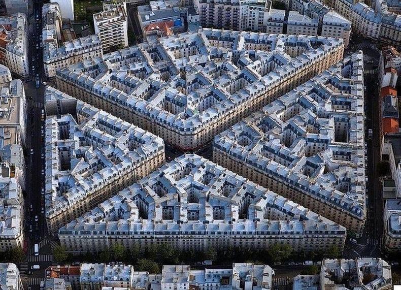 19-р зуунд баригдсан хорооллыг дээрээс харвал, Парис.