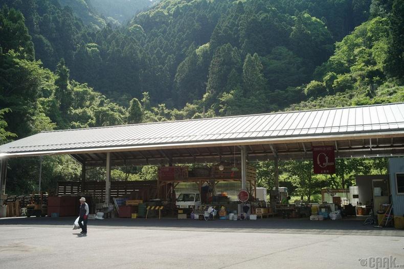 Япон улсын хог хаягдал яагаад ихэссэн бэ?
