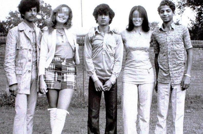 Осама бин Ладен 1971 онд Оксфордын их сургуульд зочлох үедээ (Хамгийн баруун гар талд)