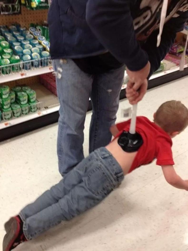 Аавтайгаа хамт дэлгүүр явсан хүүхэд нэг иймэрхүү