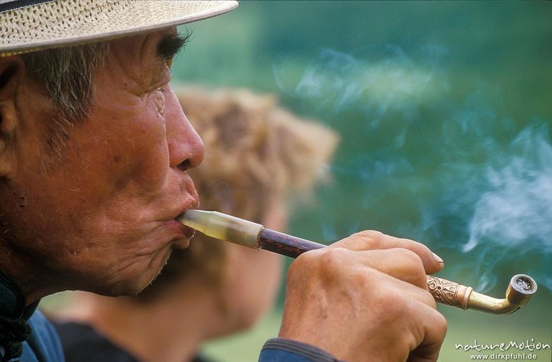 Тамхиа нэрж буй эр - Улаанбаатар