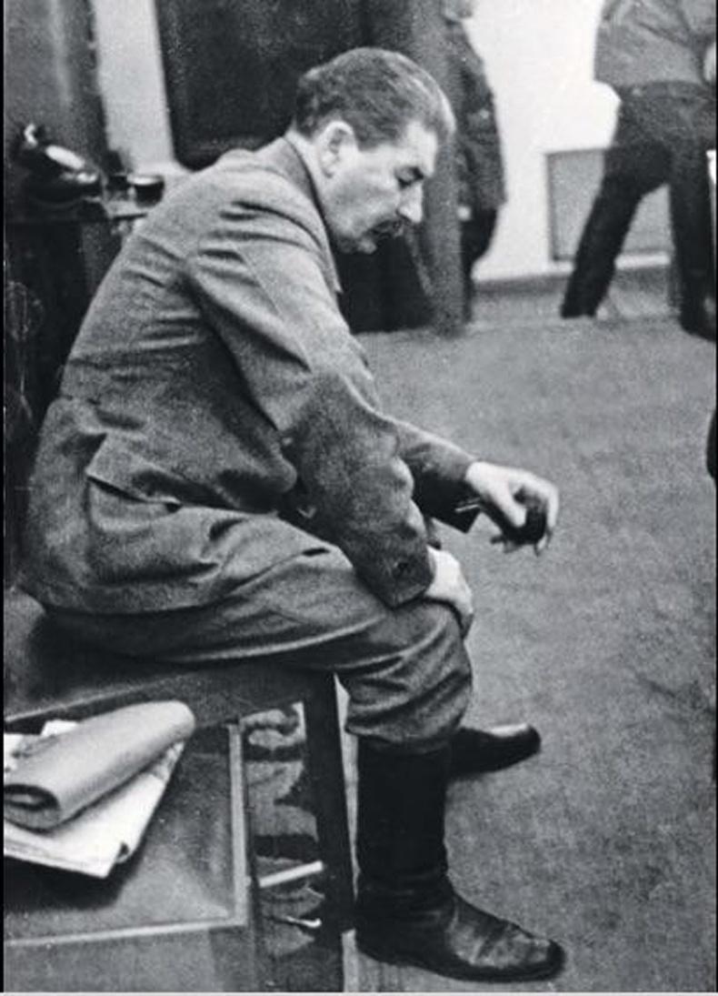 Герман ЗХУ-д халдан довтолсон мэдээг дөнгөж сонссон Сталин