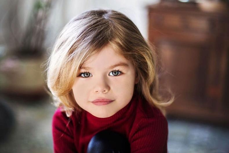 """Орос загвар өмсөгч охин """"дэлхийн хамгийн үзэсгэлэнтэй охин"""" хэмээн нэрлэгджээ"""