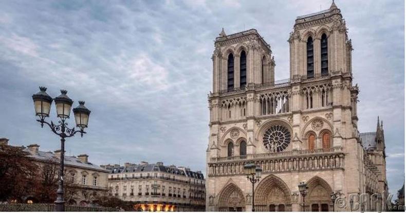 Францын хувьсгалын үеэр сүмийг цэргийн агуулах болгон ашиглаж байсан