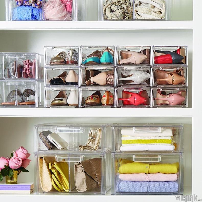 Өмсдөггүй гутал хувцаснуудыг олоход хялбар байлгахын тулд ийм тунгалаг хайрцганд хадгалж болох юм
