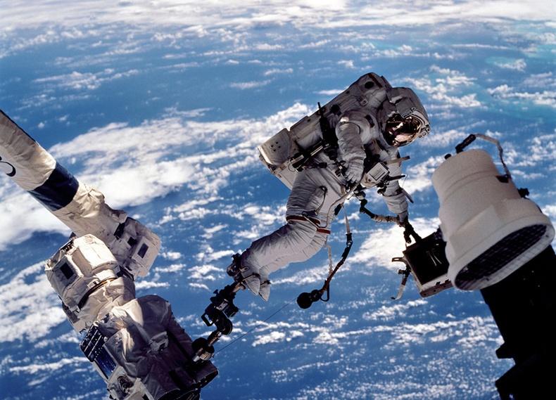 Хүн төрөлхтний илрүүлсэн гайхамшигт сансрын нээлтүүд