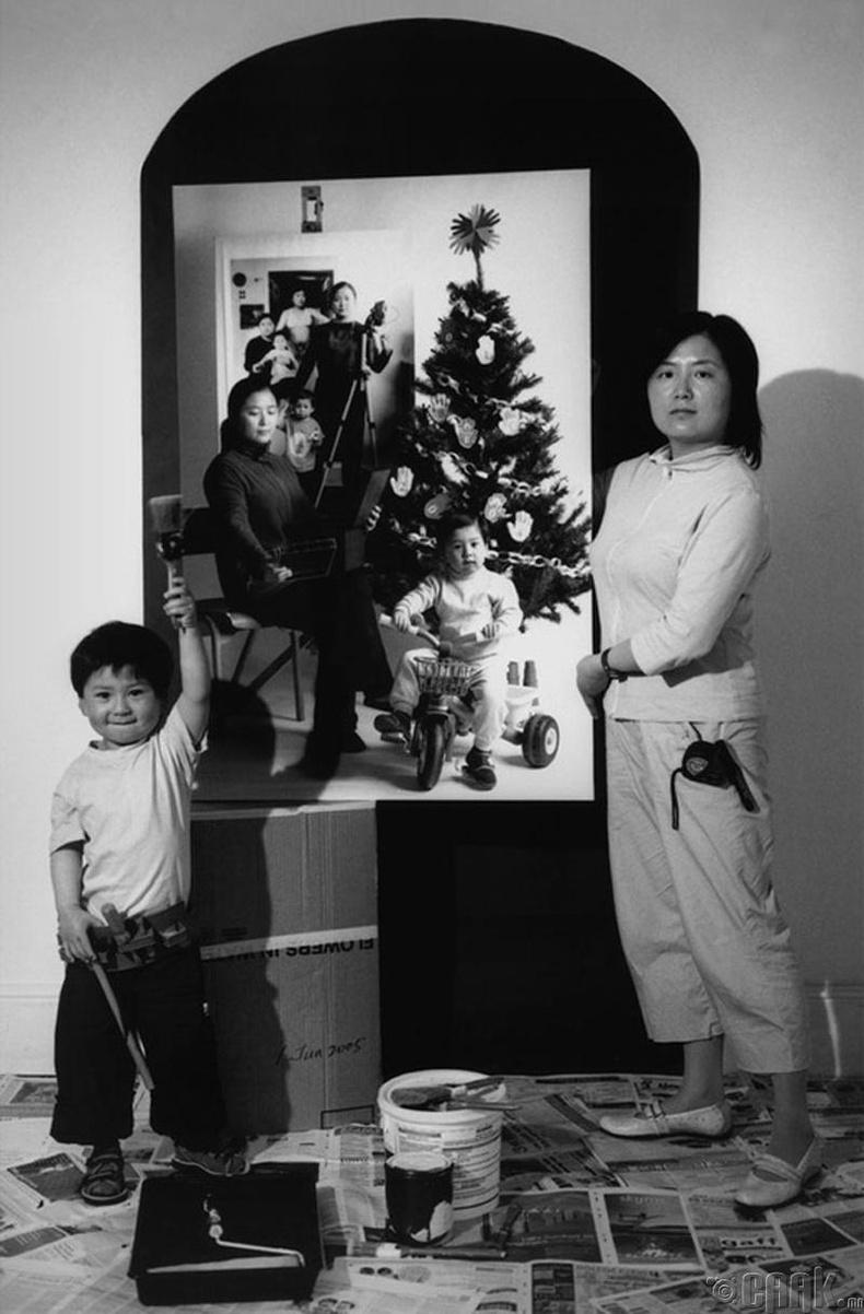 2005 он: Зургийн үзэсгэлэнд бэлтгэж байгаа нь