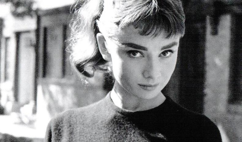 """""""Өдөрт 3 хайрцаг тамхи"""" - Домогт жүжигчин Одри Хепберний амьдралын сонирхолтой нууцууд"""