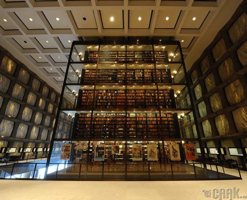 """Бонус: Уншихыг амьдралынхаа зорилго болгосон хүмүүст зориулан """"Бейнек""""-ийн гар бичмэл бүхий ховор номуудыг хадгалдаг Йелийн их сургуулийн номын санг танилцуулъя."""