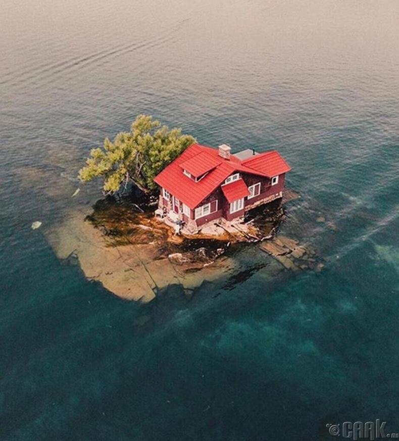 Арал дээрх ганц  байшин, (АНУ)