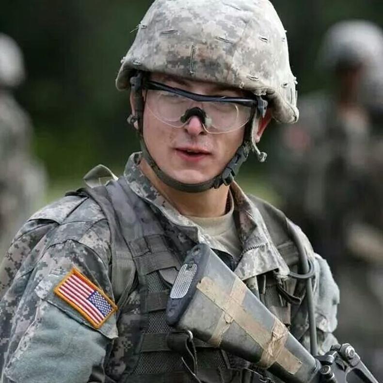 Армид очоод жинхэнэ эр хүн болсон залуу