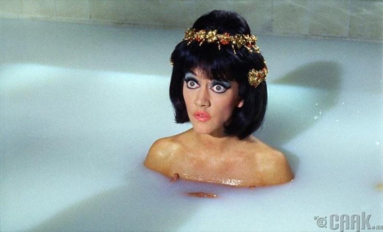 Аманда Барри (Amanda Barrie) - Carry on Cleo (1964)