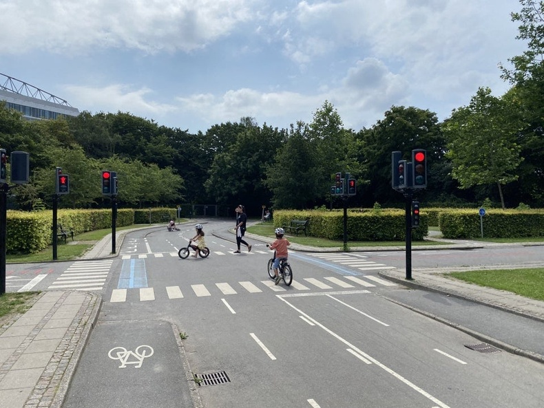 Хүүхдэд дугуйтай замын хөдөлгөөнд хэрхэн оролцохыг сургадаг тоглоомын талбай Данийн Копенгагенд бий