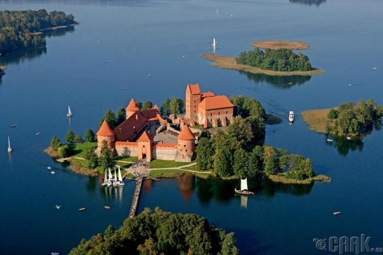 Гальва нууран дээрх арал, Литва
