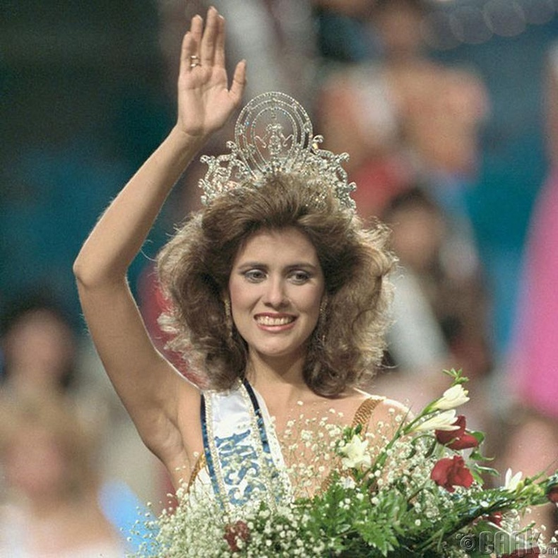 """Miss Universe-1985""-ын ялагч: Пуэрто Рикогын гоо бүсгүй Дебора Картей Дью, 19 настай, 173 см өндөр."