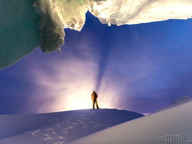 Мөсөн агуйн үүд