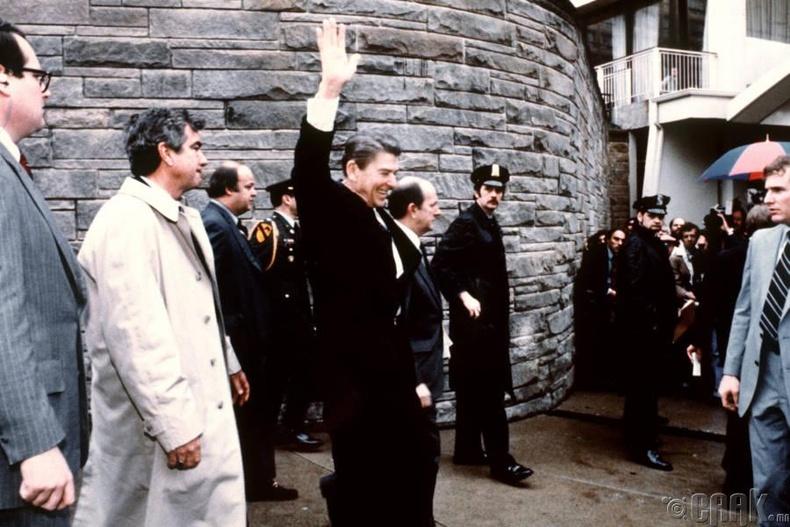 АНУ-ын ерөнхийлөгч Роналд Рэйганыг хөнөөх оролдлого