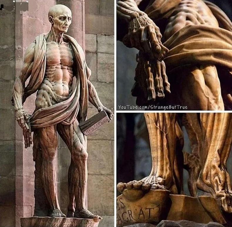 Амьдаараа арьсаа өвчүүлж цаазлуулсан гэгээн Бартоломей хэмээх санваартны хөшөө